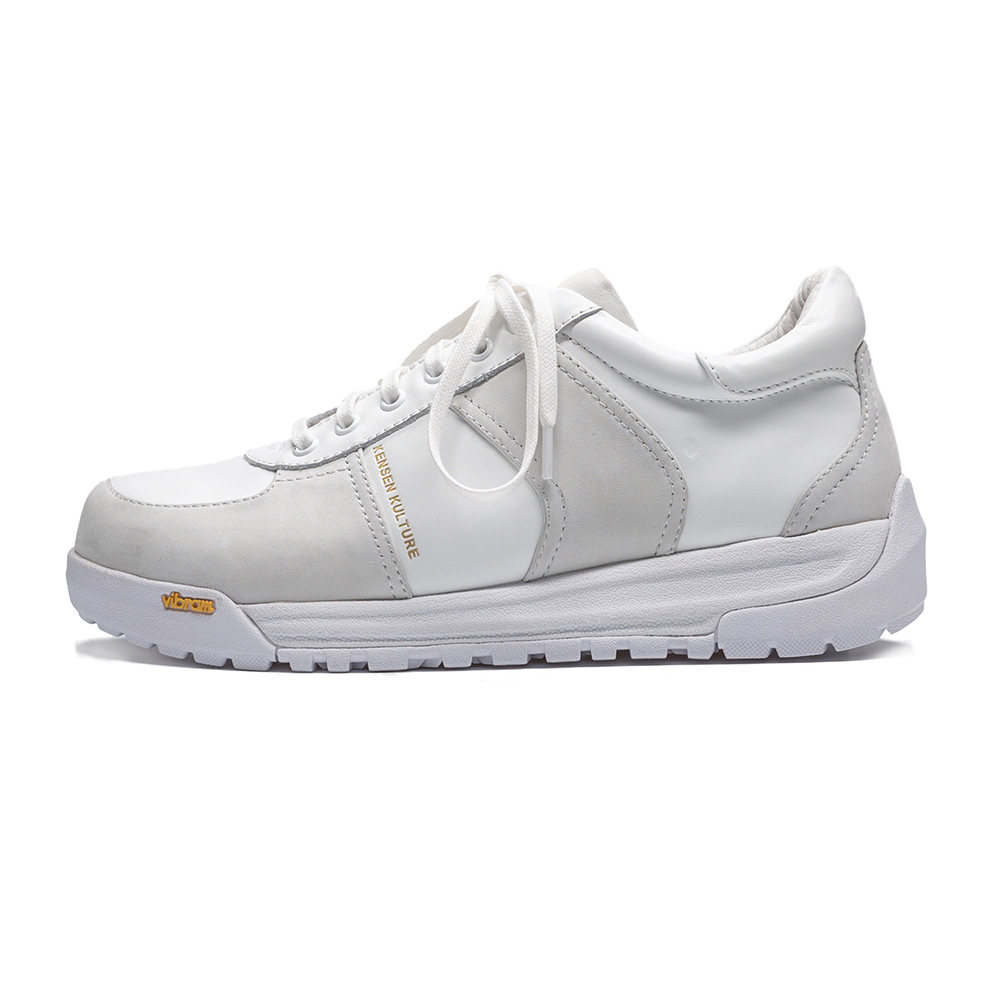 LOW-TOP OUTDOOR LACE-UP TRAINER