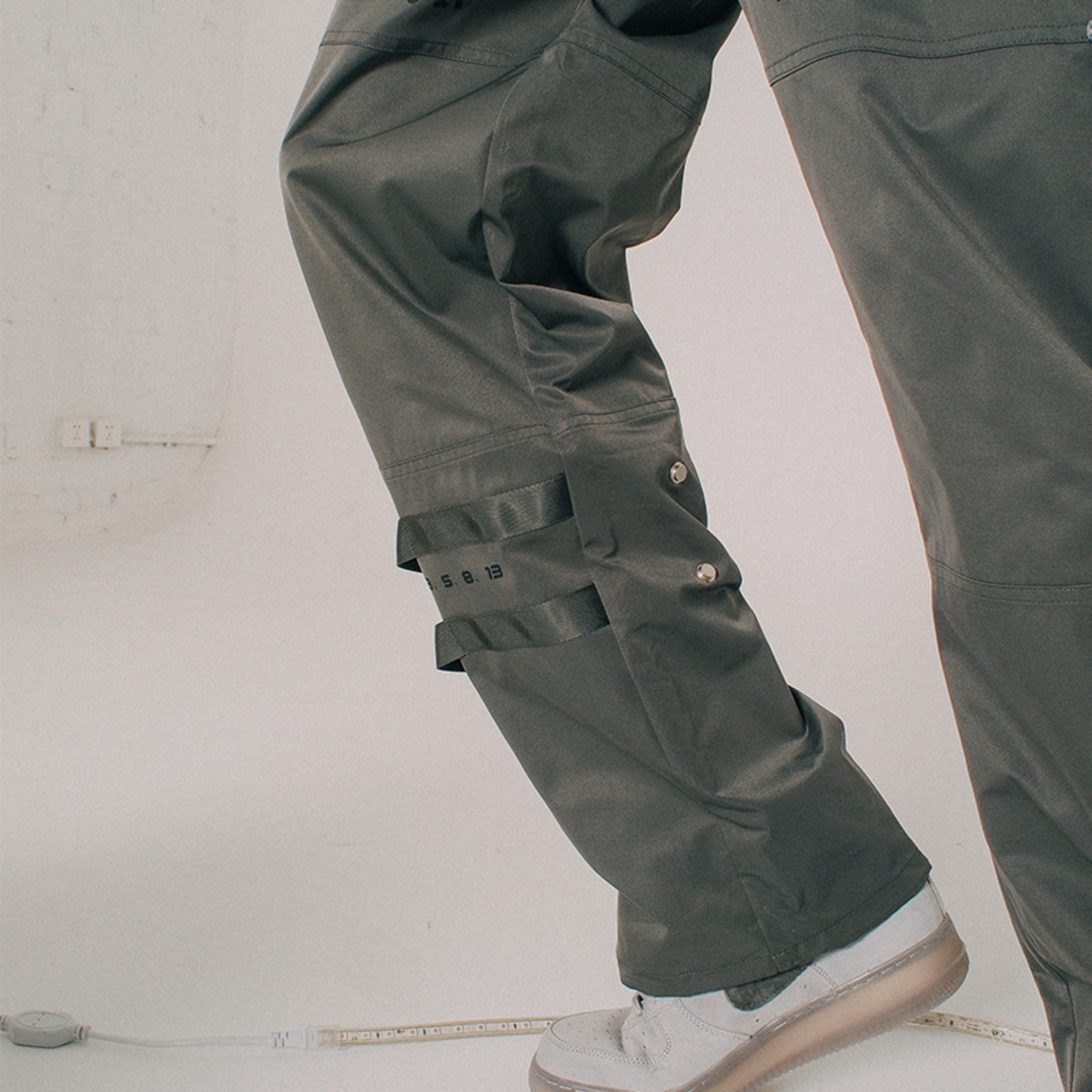 TAKA ORIGINAL ZIPPED CARGO PANTS-6